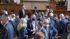 """Пенсиите и комисията """"Росенец"""" нажежиха до червено страстите в парламента"""