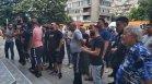 Десетки обсадиха болницата в Сливен, искат истината за смъртта на 15-годишната Зейнеб