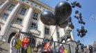 За жертвите на домашно насилие: Черни балони полетяха в небето над София