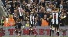 """Инфаркт на стадиона прекъсна мача между """"Нюкасъл"""" и """"Тотнъм"""""""