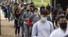 Ваксинацията под строй може да им се размине: Британското правителство размисли за студентите