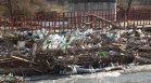 Коритото на Струма в кюстендилско село се превърна в поредното плаващо сметище