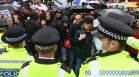 Антиваксърски протест на Острова завърши с ранени и арестувани