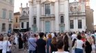 Стотици италианци почетоха паметта на лекаря, открил плазменото лечение при Ковид-19