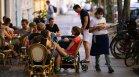 Германия обмисля неваксинираните да останат без достъп до ресторанти, кина и стадиони