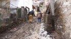 В Смолян скочиха срещу изкопни дейности: Рушат се къщи, хората газят в кал