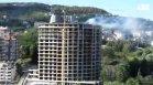Пожар избухна на последния етаж на новострояща се сграда във Варна (ВИДЕО)