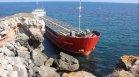 Неясен резултат от водните проби на заседналия кораб край Камен бряг