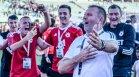 """Стойчо Младенов се извини заради снимка с обиден плакат към """"Левски"""" (+СНИМКА)"""