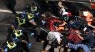 Австралия избухна срещу локдауна, арестуваха стотици по време на протестите