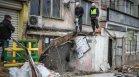 Напълно събориха рухналата козирка на жилищен блок