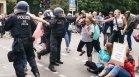 Антиваксърите се радикализират: Няма коронавирус, има Трета световна война