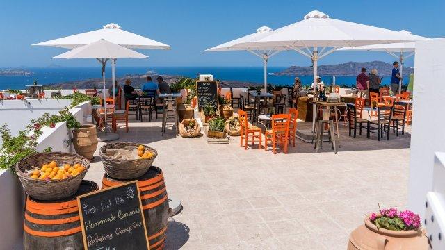 Гърция започва рестарт на туризма с безплатни тестове за Ковид-19 ...