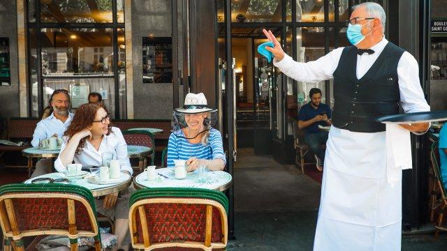 Франция отваря ресторанти и кафенета при строги мерки - Bgonair